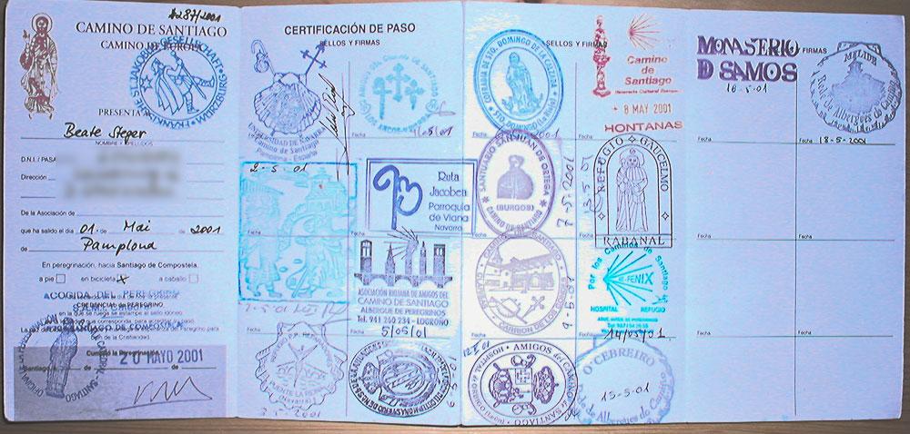 Pilgerausweis mit Stempeln zwischen Pamplona und Santiago d.C.