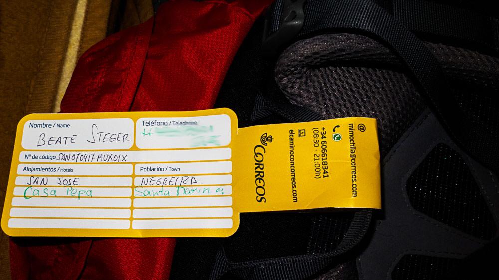 Gepäckzettel am Rucksack von Correos, der spanischen Post